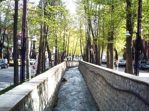 تارود در مرکز شهر دماوند-میان خیابان اصلی