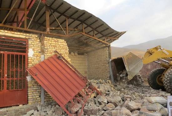 تخریب ساخت و ساز غیر مجاز در چنار شرق دماوند