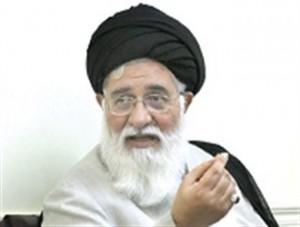 امام جمعه مشهد: رانت خواری نوعی دزدی از جامعه است
