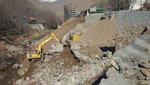 تخریب دیوار احداثی حاشیه رودخانه آه در آبعلی