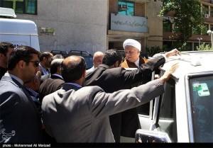 هاشمی با شعارهای اعتراضی دانشجویان دانشگاه امیرکبیر را ترک کرد+ تصاویر