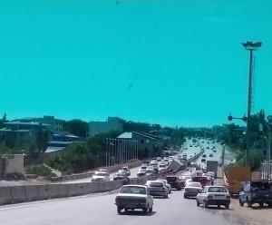 خوابآلودگی، کامیون را در مرز سقوط از پل قرار داد+تصاویر