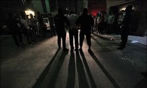 قمه کشی در وسط خیابان برای زورگیری از زن جوان