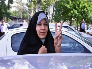 تلاش فائزه هاشمی برای تاثیرگذاری در انتخابات علی رغم ممنوعیت فعالیت سیاسی