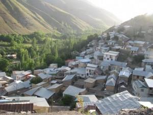 مسدود شدن جاده روستای مومج دماوند بر اثر ریزش کوه/ تخلیه ۲۰ خانه به علت ریزش کوه