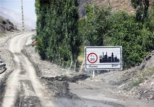 پاکسازی جاده و استحکامبندی مسیر ریزش روستای مومج/ جایگزینی خانههای در معرض خطر با همکاری بنیاد مسکن