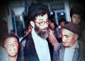 دانشآموز بسیجی شهید از شهر دماوند در کنار رهبر/ با گروههای ضد خدا وحدت نکنید، چون کفار هستند