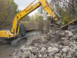 تخریب ۳۰ فقره ساخت و ساز غیرمجاز در حریم رودخانههای دماوند+تصاویر