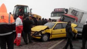 برخورد ۲۳ دستگاه خودرو در سه تصادف زنجیرهای در محور دماوند-فیروزکوه+تصاویر