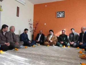 دیدار مسئولان با خانواده شهید اسماعیل علیعسکری در آبسرد