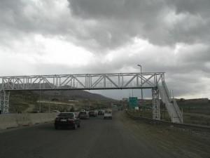 نصب ۶ پل عابر پیاده در محور دماوند – فیروزکوه/ مشارکت بخش خصوصی در نصب ۴ پل عابر