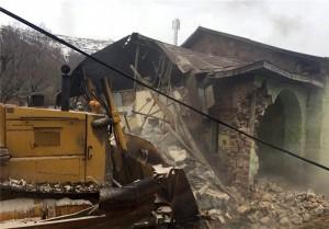 تخریب ساخت و سازهای غیرقانونی مقابل پایگاه امداد و نجات آبعلی