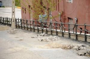 ایمنسازی و نرده گذاری نقاط حادثهخیز و خطر آفرین در شهرک سیمان رودهن