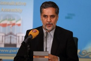 نقوی حسینی در دماوند: ۱۱ داده نقد را دادیم و حالا دست گدایی به سوی دشمن دراز کردیم/ دولت استخر و جکوزی و سونا نمیتواند با رکود اقتصادی مقابله کند