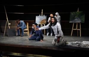 تئاتر نمایشی «فریاد» به سبک سورئالیسم در دماوند اجرا شد/ عدمحمایت مسئولان ارگانهای دولتی باعث خاموش شدن چراغ تئاتر در دماوند میشود