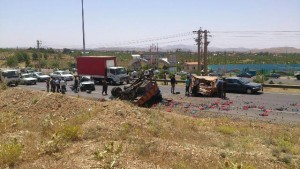 ۳ مصدوم بر اثر تصادف خاور با پراید در مقابل ورودی شهر آبسرد+عکس