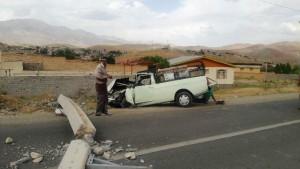 برخورد یک دستگاه خودروی وانت پیکان با تیر برق در جاده صالح آباد روستای وادان+تصاویر