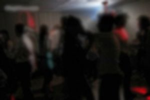 دستگیری بیش از ۵۰ دختر و پسر در پارتی شبانه در آبسرد/  ۲۵ لیتر مشروبات الکلی کشف شد