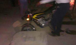 سقوط یک موتورسوار در چاه فاضلاب بدون درپوش در بلوار ۶۰ متری بعثت گیلاوند/ لزوم توجه دستگاههای خدمترسان جهت تأمین امنیت خیابانهای اصلی