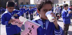 توزیع ۷۸ نوبت شیر یارانهای در بین ۱۷ هزار دانشآموز مدارس دماوند در سال گذشته/ در سال تحصیلی جدید هنوز ابلاغیهای جهت توزیع شیر یارانهای صادر نشده است