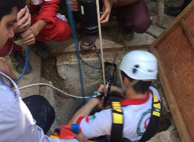 چاه ۱۸ متری در روستای زان شهر آبسرد جان یک فرد را گرفت+تصاویر