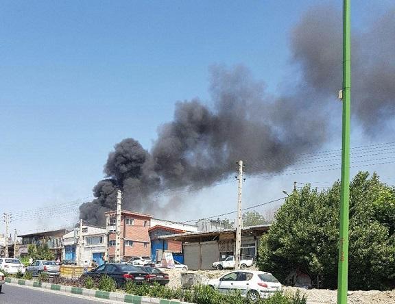 محوطه یک شرکت تولیدی در منطقه گیلاوند طعمه حریق شد/ اموال مجاور این شرکت در آتش سوخت