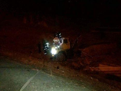 واژگونی یک دستگاه کامیون در محور دماوند به تهران نرسیده به گلاهک رودهن