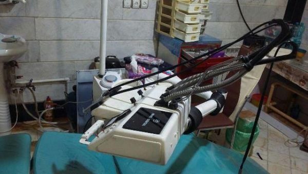 یک واحد دندانپزشکی غیرمجاز در منطقه مهرآباد رودهن شناسایی و پلمب شد/ این دندانپزشکی در مکان غیربهداشتی مغازه فعالیت میکرد