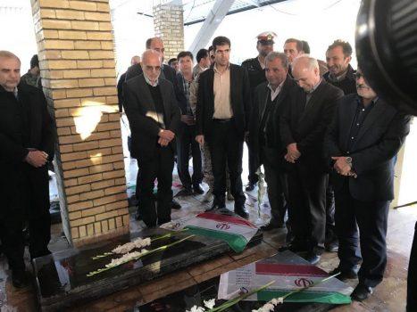 حضور استاندار تهران در گلزار شهدای آبسرد در شهرستان دماوند