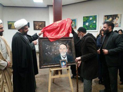 نمایشگاه نقاشی «طلوع فجر» در دماوند گشایش یافت/ رونمایی ازتابلوی نقاشی پدر شهید «جواد هاشمی»