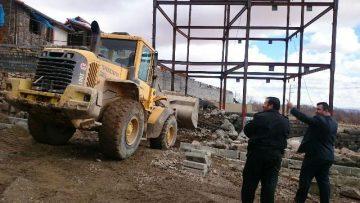 تخریب یک فقره بنای غیرمجاز در اراضی کشاورزی روستای خسروان دماوند