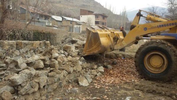 ۱۰۰۰ مترمربع از اراضی بستر و حریم رودخانه آه آبعلی در شهرستان دماوند آزادسازی شد