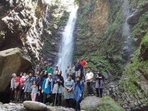 صعود کوهنوردان شهرستان دماوند به آبشار گزو و قله پرسون
