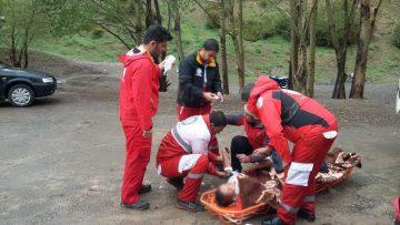 نجات جان فرد سقوط کرده در ارتفاعات آبشار منطقه تیزآب/ فرد ۲۲ ساله از حدود ۳۰۰ متر ارتفاع سقوط کرده بود