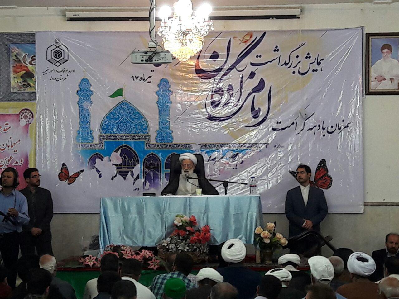 تصویر از همزمان با ایام دهه کرامت صورت گرفت؛  برگزاری همایش تکریم و بزرگداشت امامزادگان در امامزاده هاشم( ع) دماوند