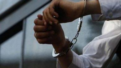 تصویر از دستگیری یکی از اعضای شورای شهر رودهن به اتهام اخذ رشوه