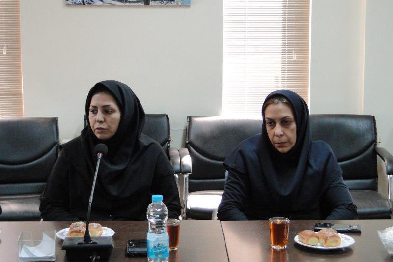 تجلیل بخشدار از از مدیران زن در بخش رودهن (1)