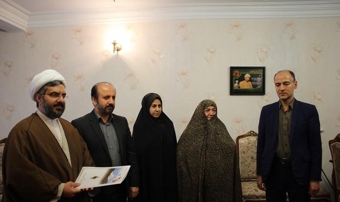 دیدار مسئولان با خانواده شهید محمد سلطانی در دماوند (1)