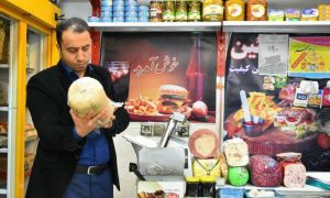 گوشت قرمز احتکار شده در یکی از فروشگاههای زنجیره ای رودهن (1)