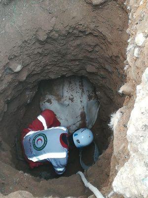 سقوط یک راس گاو به داخل چاه ۵ متری در روستای کالدشتپایین دماوند (3)