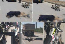 تصویر از فوت ۲ تبعه افغانی بهعلت تصادف موتور سیکلت با کامیون در جاده هومند آبسرد
