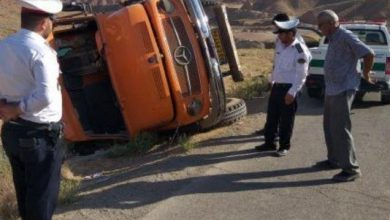 تصویر از واژگونی یک دستگاه کامیون بنز تک در جاده ایوانکی به سمت کیلان تقاطع بولان